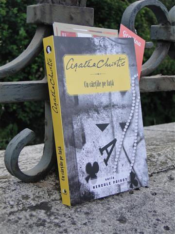 Agatha Christie - Cu cartile pe fata